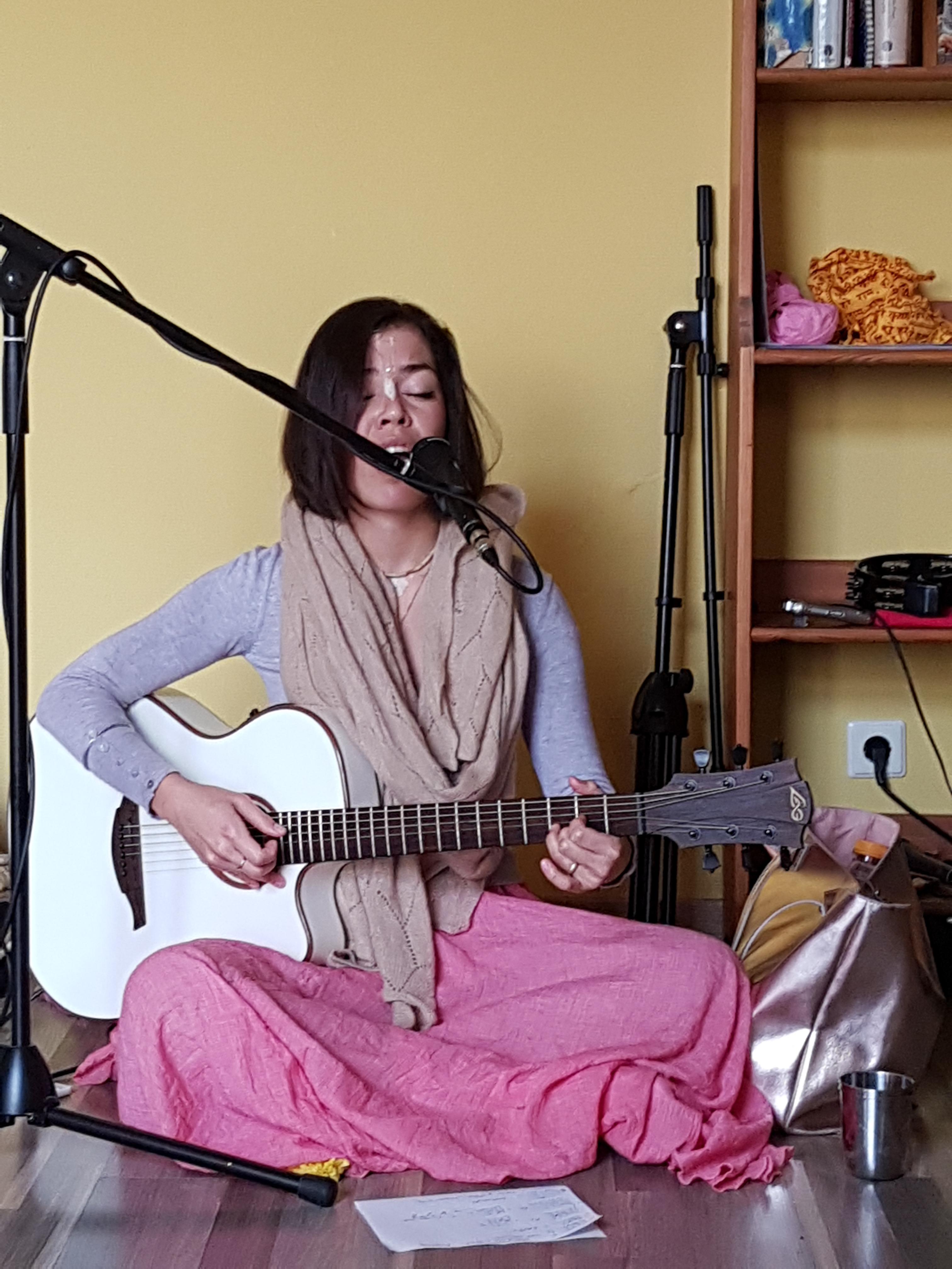 Kirtan Bhaktin Indra